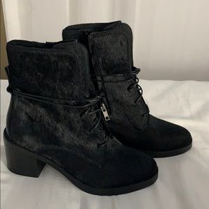 NEW Uggs Oriana boots NEVER BEEN WORN!!